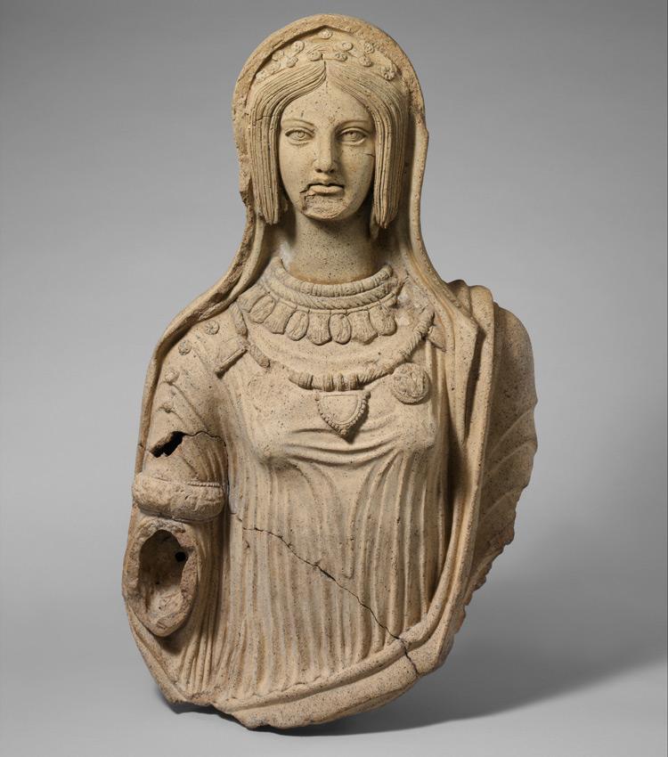La donna etrusca: indipendente, libera, moderna e bellissima